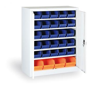 Skříň s plastovými boxy