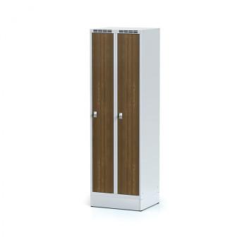 Šatní skříň, sokl, svařovaná,  2x ořech dv./korp. šedá, zámek cylindrický