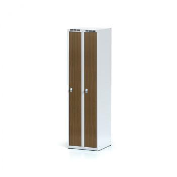 Šatní skříň, bez podnože, svařovaná,  2x ořech dv./korp. šedá, zámek otočný, úzká