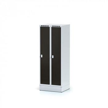 Šatní skříň, sokl, svařovaná,  2x wenge dv./korp. šedá, zámek cylindrický, nízká