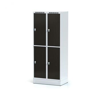 Šatní skříň boxová, sokl, svařovaná,  4x wenge dv./korp. šedá, zámek cylindrický, II
