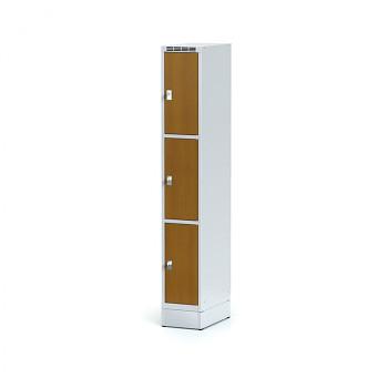 Šatní skříň boxová, sokl, svařovaná,  3x třešeň dv./korp. šedá, zámek cylindrický