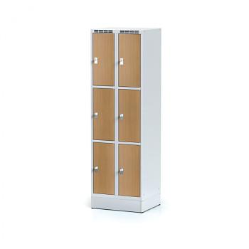 Šatní skříň boxová, sokl, svařovaná,  6x buk dv./korp. šedá, zámek otočný