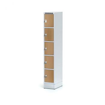 Šatní skříň boxová, sokl, svařovaná,  5x buk dv./korp. šedá, zámek otočný