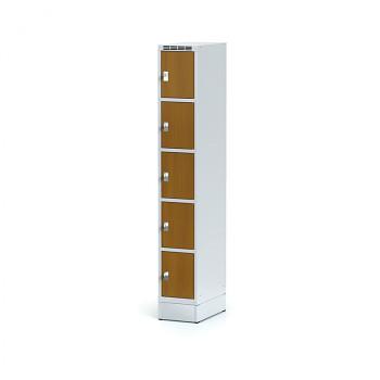 Šatní skříň boxová, sokl, svařovaná,  5x třešeň dv./korp. šedá, zámek cylindrický