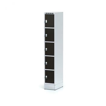 Šatní skříň boxová, sokl, svařovaná,  5x wenge dv./korp. šedá, zámek cylindrický