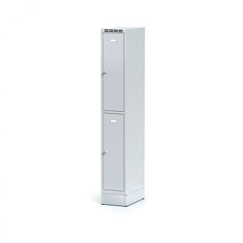 Šatní skříň boxová, sokl, svařovaná,  2x šedá dv./korp. šedá, zámek cylindrický