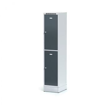 Šatní skříň boxová, sokl, svařovaná,  2x antracit dv./korp. šedá, zámek cylindrický