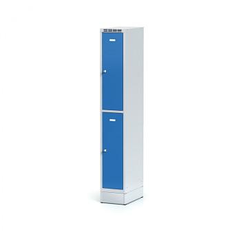 Šatní skříň boxová, sokl, svařovaná,  2x modrá dv./korp. šedá, zámek otočný