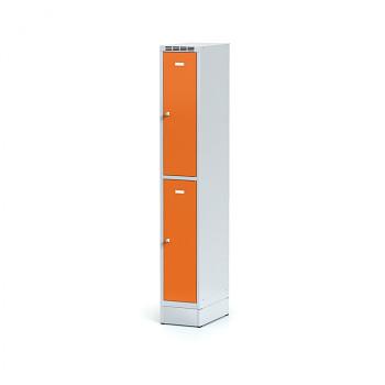 Šatní skříň boxová, sokl, svařovaná,  2x oranžová dv./korp. šedá, zámek otočný