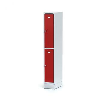 Šatní skříň boxová, sokl, svařovaná,  2x červená dv./korp. šedá, zámek otočný
