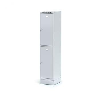 Šatní skříň boxová, sokl, svařovaná,  2x šedá dv./korp. šedá, zámek cylindrický, I