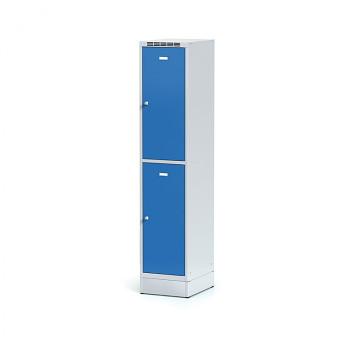 Šatní skříň boxová, sokl, svařovaná,  2x modrá dv./korp. šedá, zámek otočný, I