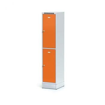 Šatní skříň boxová, sokl, svařovaná,  2x oranžová dv./korp. šedá, zámek otočný, I