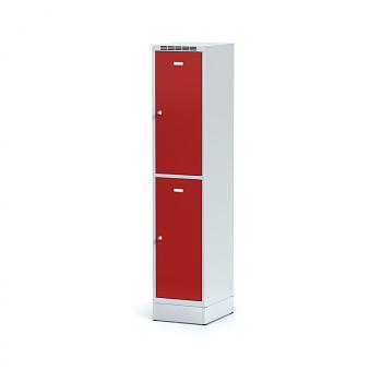 Šatní skříň boxová, sokl, svařovaná,  2x červená dv./korp. šedá, zámek otočný, I