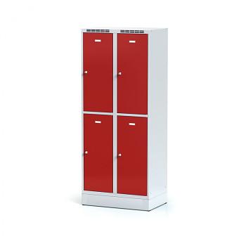 Šatní skříň boxová, sokl, svařovaná,  4x červená dv./korp. šedá, zámek cylindrický, II