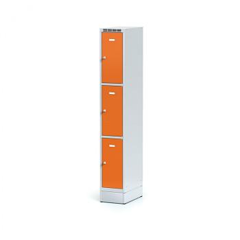 Šatní skříň boxová, sokl, svařovaná,  3x oranžová dv./korp. šedá, zámek otočný