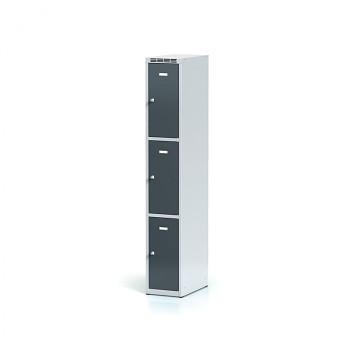 Šatní skříň boxová, bez podnože, svařovaná,  3x antracit dv./korp. šedá, zámek otočný